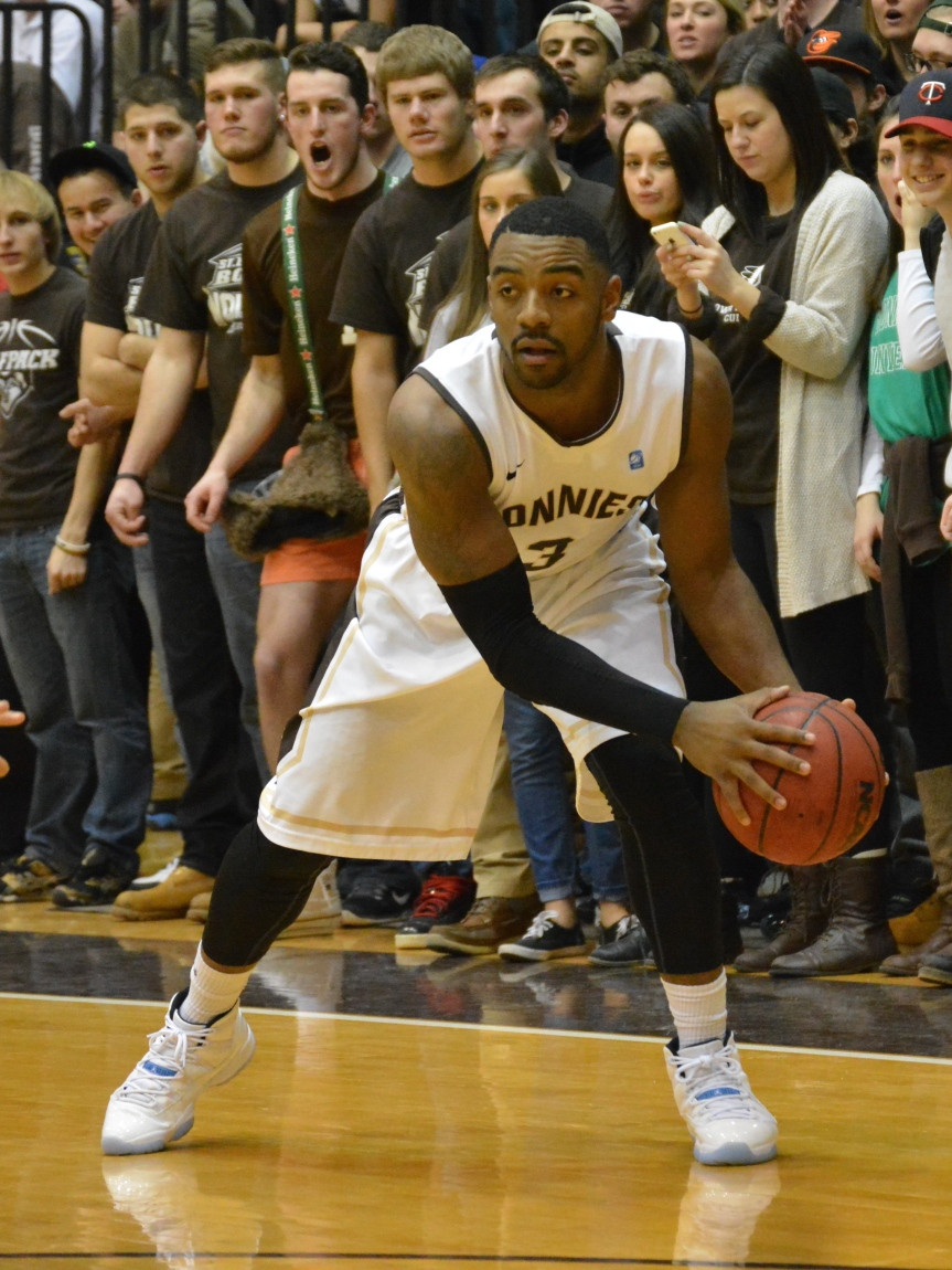 Men's basketball: Posley powers Bonnies past Canisius