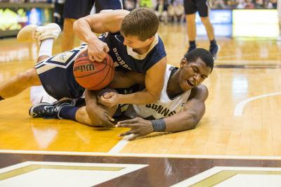 """Men's basketball: Bonnies win fifth straight with """"junkyard dog""""mentality"""