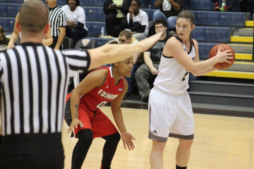 Women's basketball: More honors, more responsibility forRuff