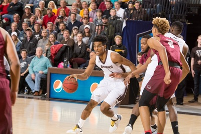 Men's basketball: Bona streak on the line again at Hawks