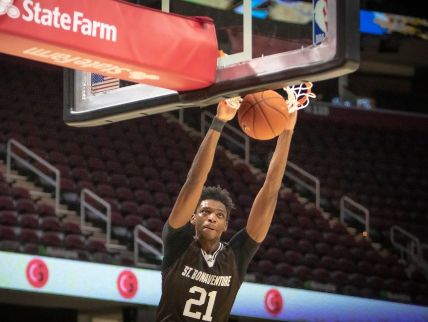 Osunniyi dominates, leads Bonnies to opening victory in Cleveland